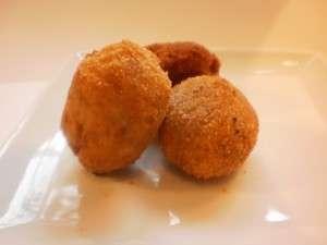 Huevos de codorniz en Villaroy de jamon iberico