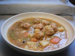 Sopa de verdura y albondigas