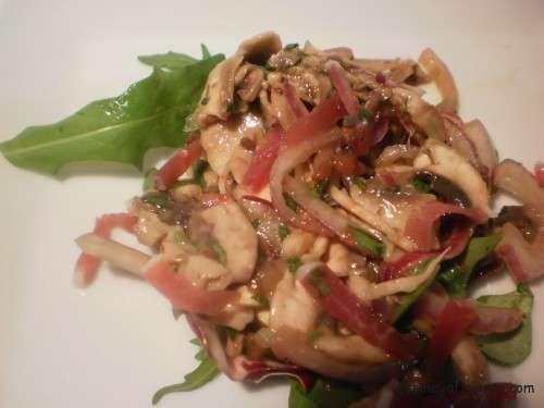 ensalada de champiñones marinados y tomates secos