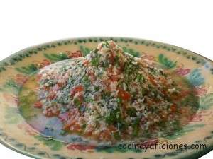 tabbouleh, ensalada de tomate y perejil