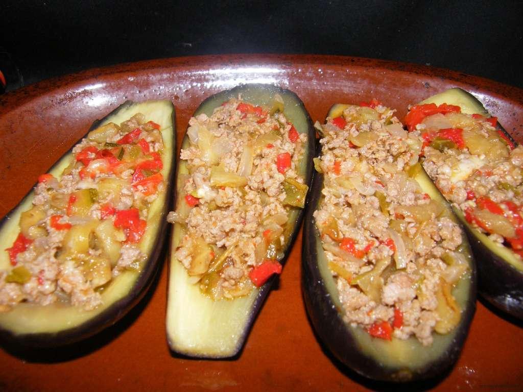 Berenjenas rellenas de pisto de carne con costra receta for Cocina berenjenas rellenas
